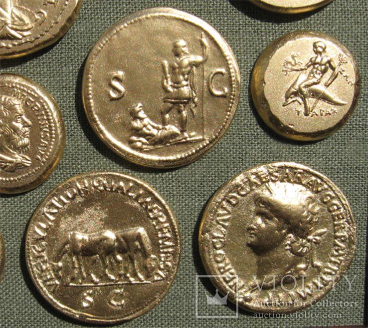 Золотые монеты античности. Копии, без стекла 31х21см., фото №12