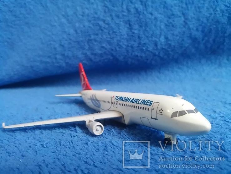Самолет: Airbus A 320  TC-JPA. Металл. Тяжелый.