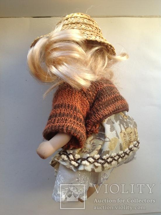 Фарфоровая кукла в соломенной шляпе, фото №4