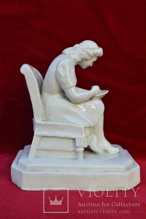 Статуэтка Девушка с тарелкой в кресле. Автор Хачадурьян 1948 год., фото №5