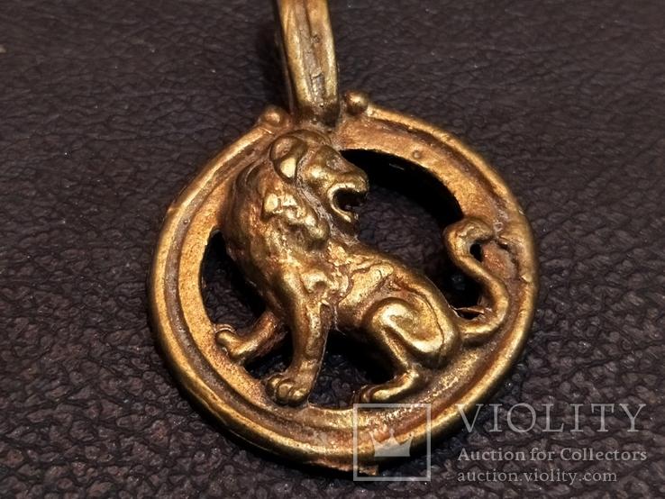 Лев бронза брелок кулон коллекционная миниатюра
