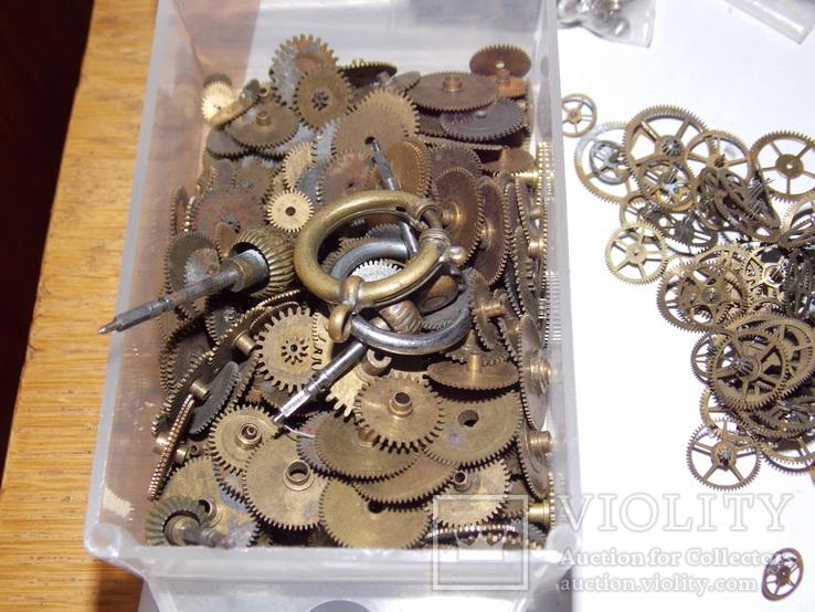 Различные запчасти к старинным часам, фото №7