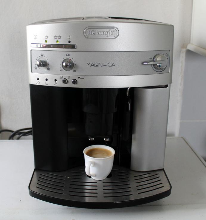 Кофемашина автоматическая зерновая Delonghi ESAM 3100 Италия