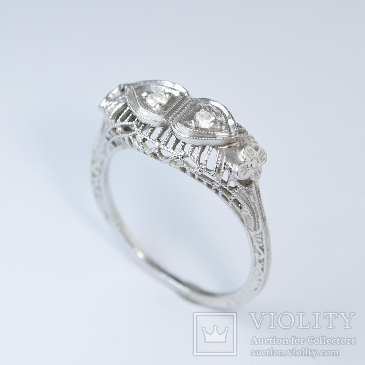 Ажурное золотое кольцо с бриллиантами