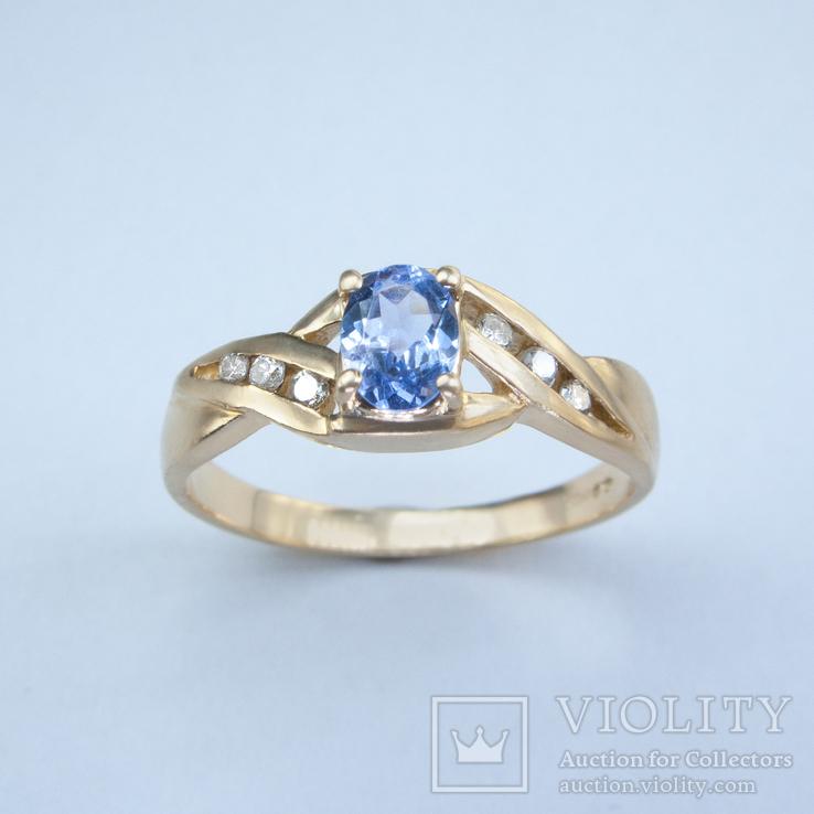 Золотое кольцо с натуральным танзанитом и бриллиантами