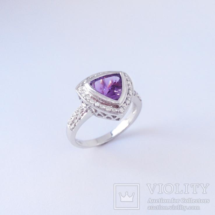 Золотое кольцо с натуральным аметистом и бриллиантами