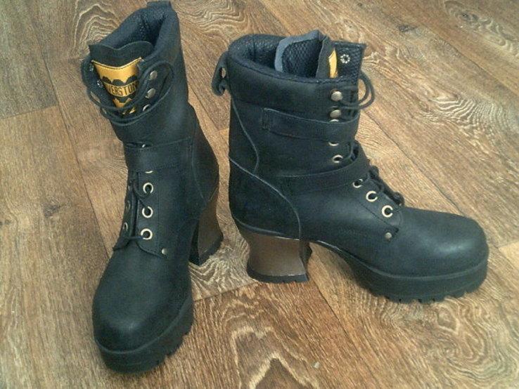 Riverstone - фирменные кожаные ботинки разм 41.