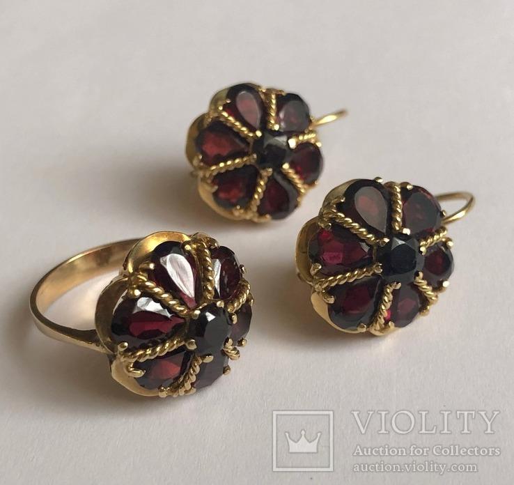 Золотые серьги и кольцо (гарнитур) с гранатами. 750., фото №2