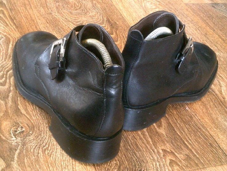 Джеймс Бонд - фирменные ботинки агента 007, фото №5