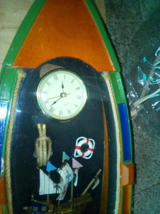 Годинник оформлений у лодочці. Лодка і годинник, фото №3