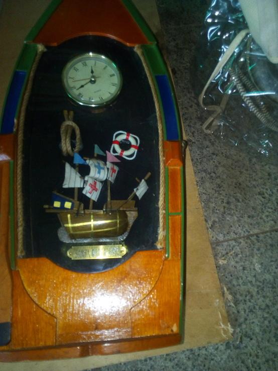 Годинник оформлений у лодочці. Лодка і годинник, фото №4