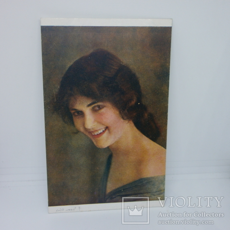 Открытка Портрет улыбающейся девушки, фото №2