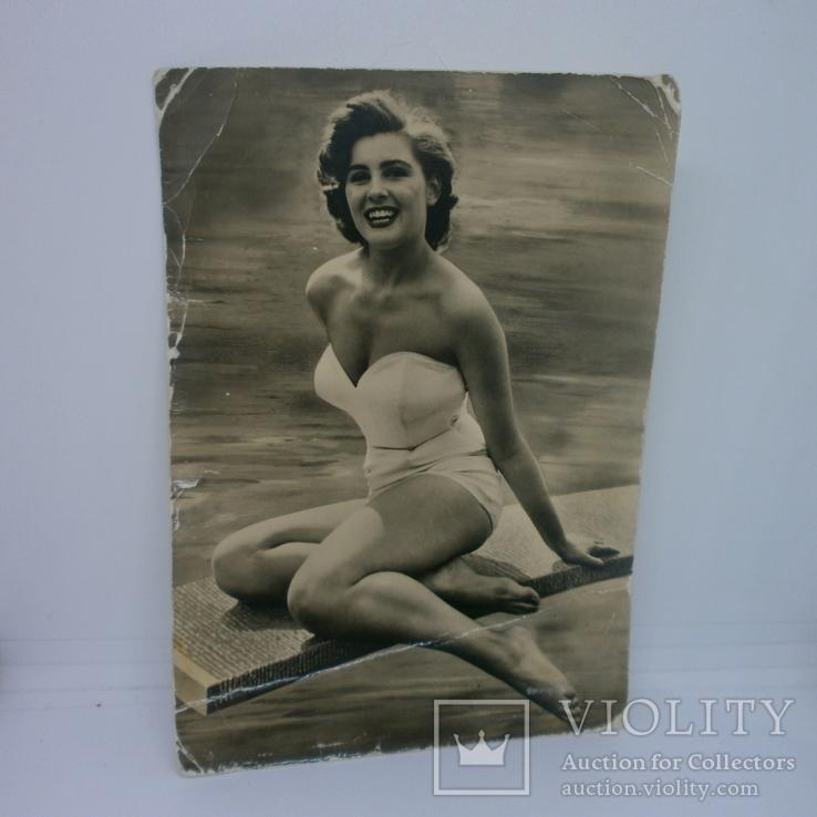 Открытка Фото девушки в купальнике. ГДР, фото №2