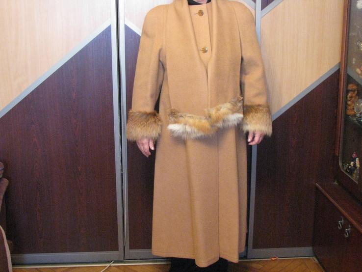 Зимнее дамское дизайнерское пальто от В.Несмияна - размер 50 - 52.