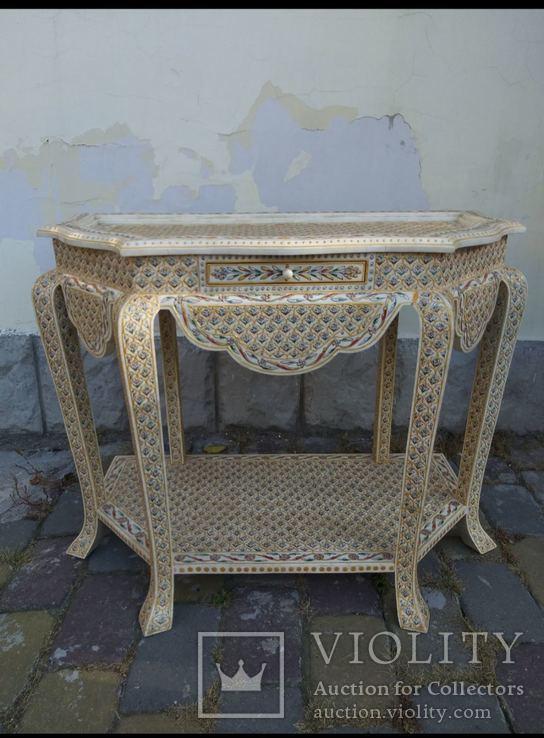 Консольный столик в стиле
