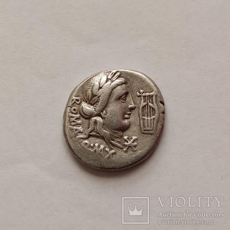 Республиканский денарий К. Фабия Максима  82-80 гг. до н. э.