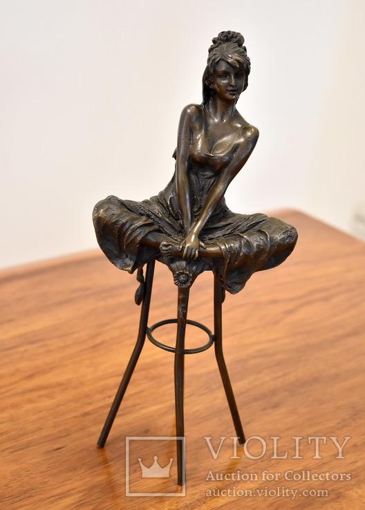 Девушка на стуле . Клеймо . Бронза, фото №2