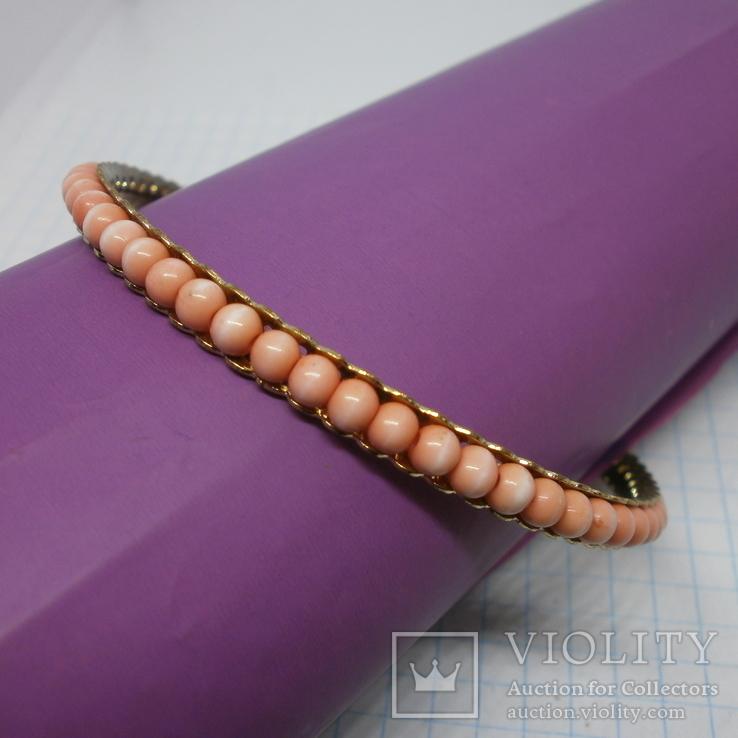 Браслет на жесткой основе с розовыми бусинами, фото №2