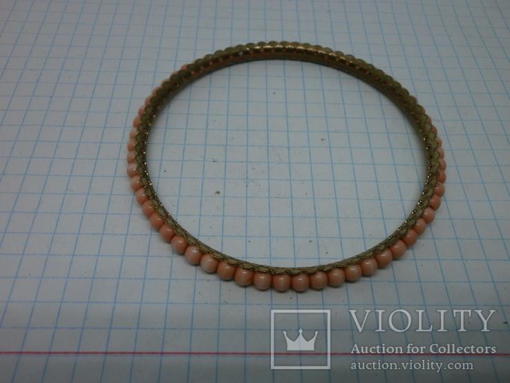 Браслет на жесткой основе с розовыми бусинами, фото №3