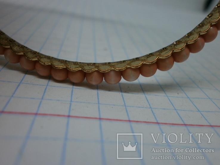 Браслет на жесткой основе с розовыми бусинами, фото №5