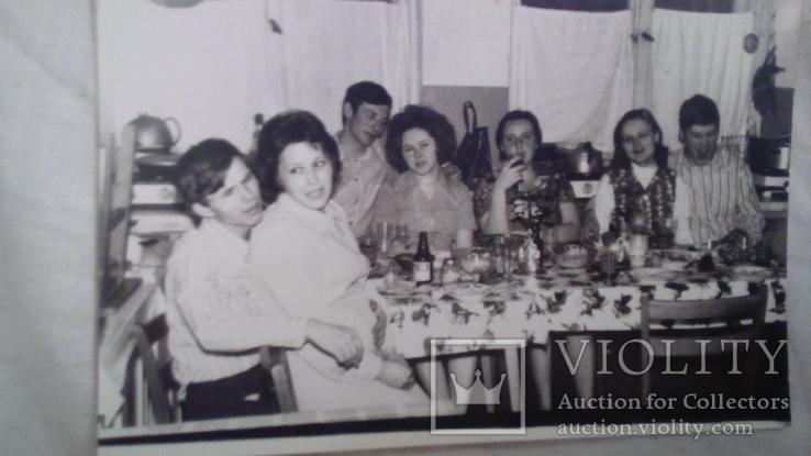За столом на коммунальной кухне  1976г