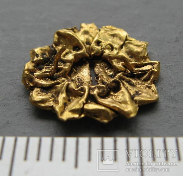 Золотая накладка с крепежными элементами ( усиками )., фото №4