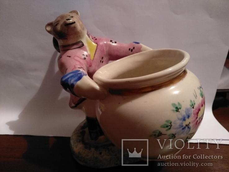 Фарфоровая статуэтка медведь держит бочку., фото №2