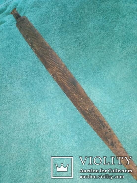 меч с рисунком