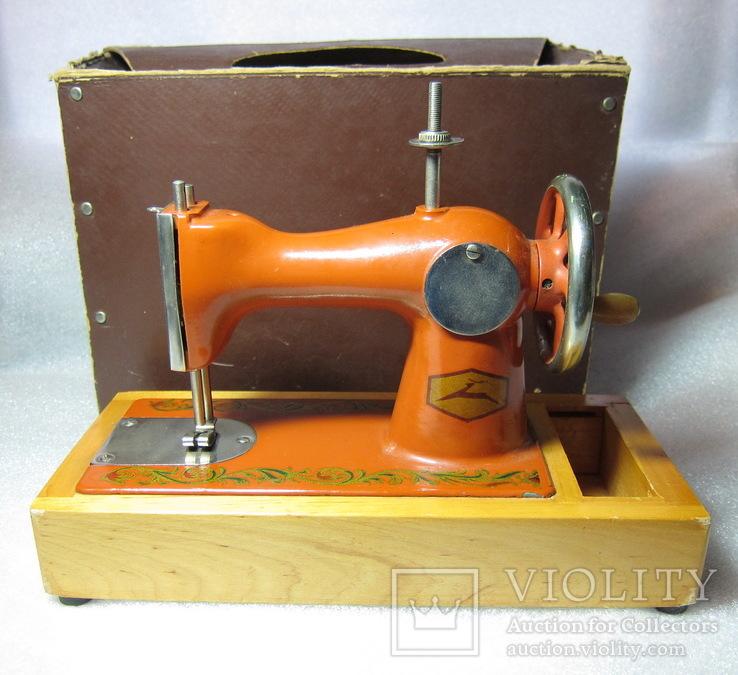 Детская швейная машинка СССР в родной коробке, фото №2