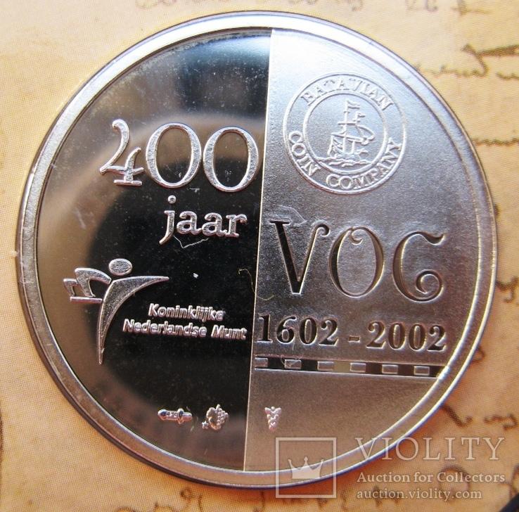 """Нидерланды, 1 серебряная рупия """"400 лет VOC"""" + евро-набор 2002 PROOF, фото №5"""