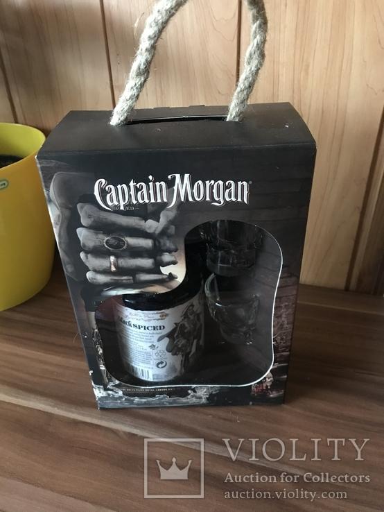 Captain Morgan в наборе с рюмками-черепами, фото №2