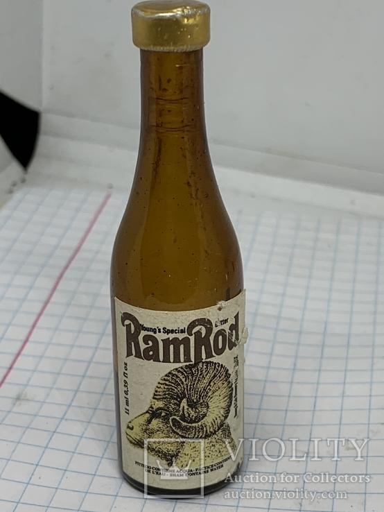 Бутылочка винтажная с Англии с остатком напитка, фото №2