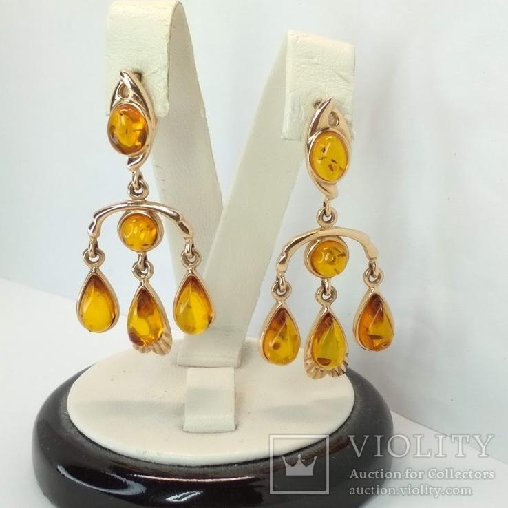 Крупные золотые серьги с янтарем