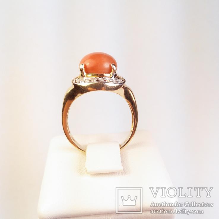 Золотое кольцо с натуральным кораллом и бриллиантами, фото №3