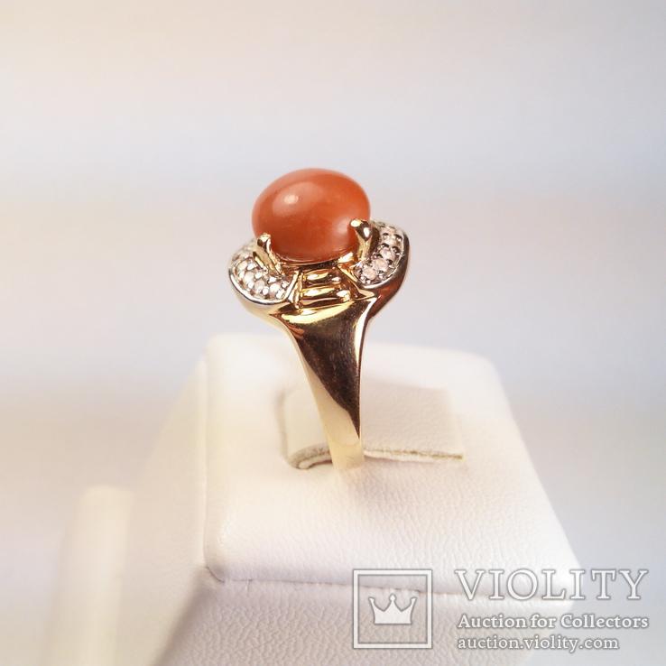 Золотое кольцо с натуральным кораллом и бриллиантами, фото №4