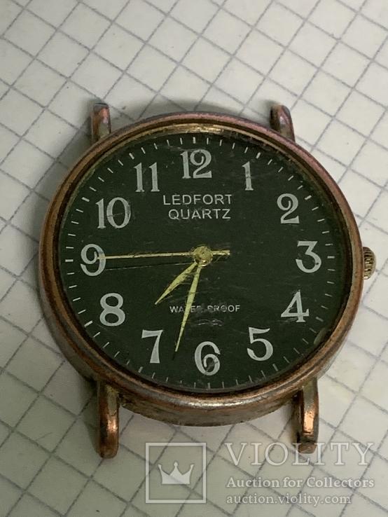 Кварцевые часы с батарейкой, фото №2