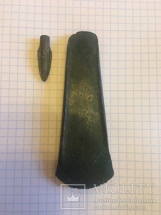 Тесло- сокира з закраїнами та наконечник стріли(бронза)