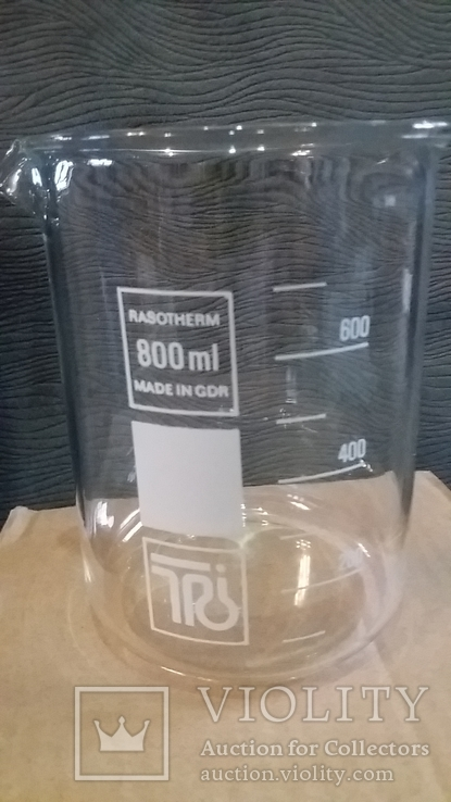 Лабораторный стакан ,градуированый 800мл(низкий с носиком) ТС.ГДР.