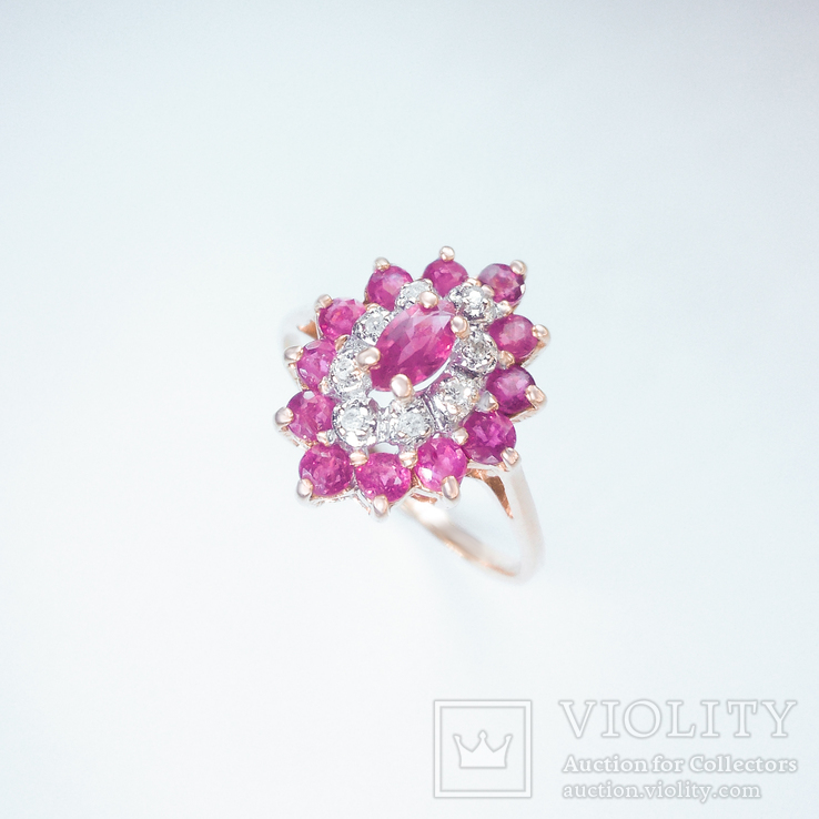 Винтажное золотое кольцо в форме ромба с рубинами и бриллиантами
