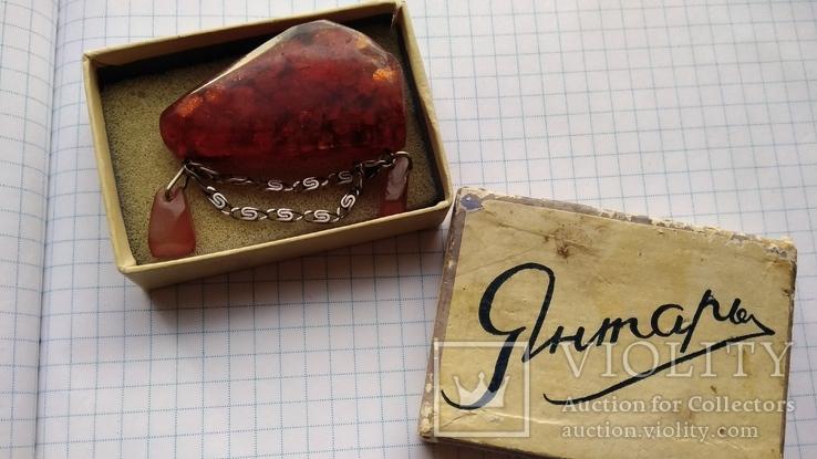 Брошь янтарь +серебро875пр. в родном коробке