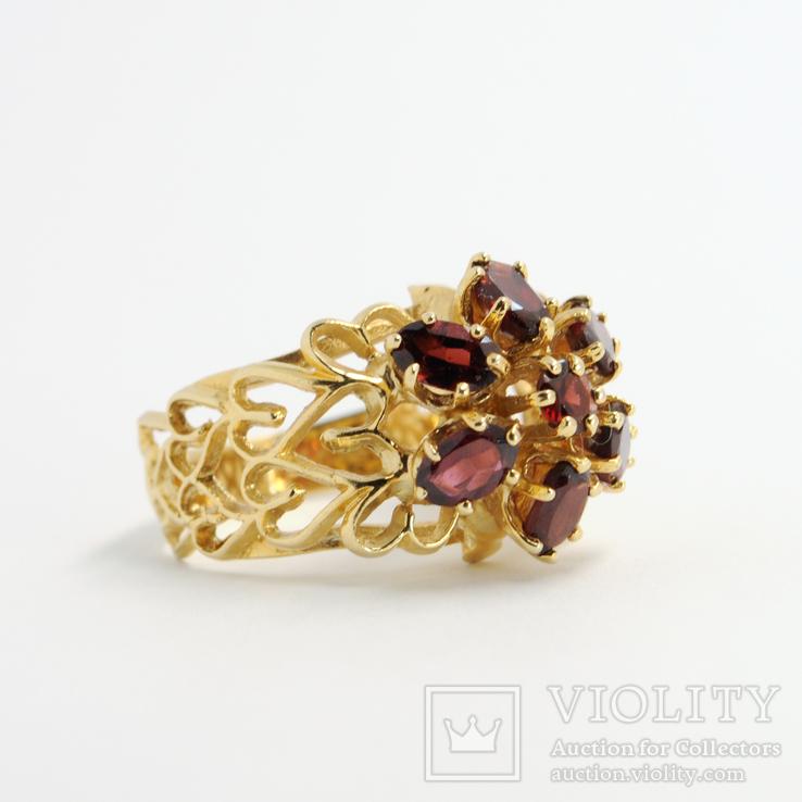 Ажурное золотое кольцо с натуральными гранатами