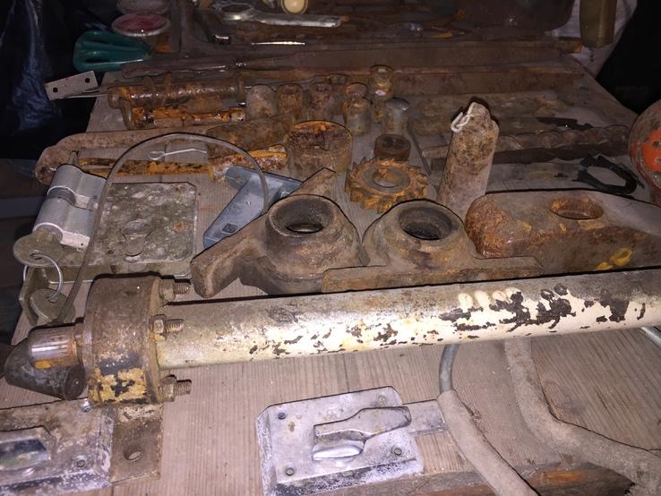 Уборка в гараже. Инструмент, лампа, домкрат....., фото №9