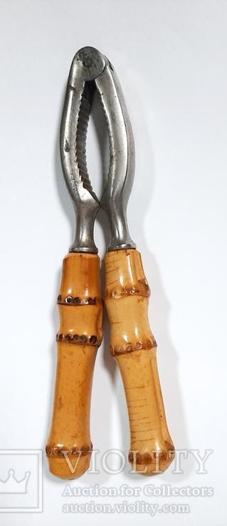 Орехокол металлический с ручкой из бамбука.Германия, фото №3