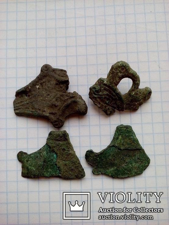 Два амулета топорика КР и части Соколиноголовой фибулы., фото №5