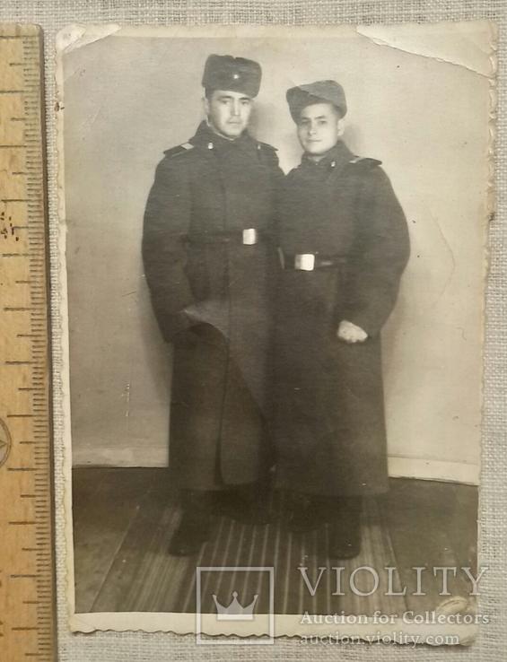 Два солдата в шинелях 1954г., фото №2