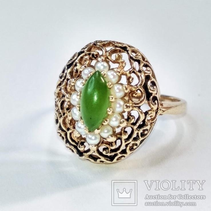 Золотое кольцо с натуральным нефритом и  жемчугом