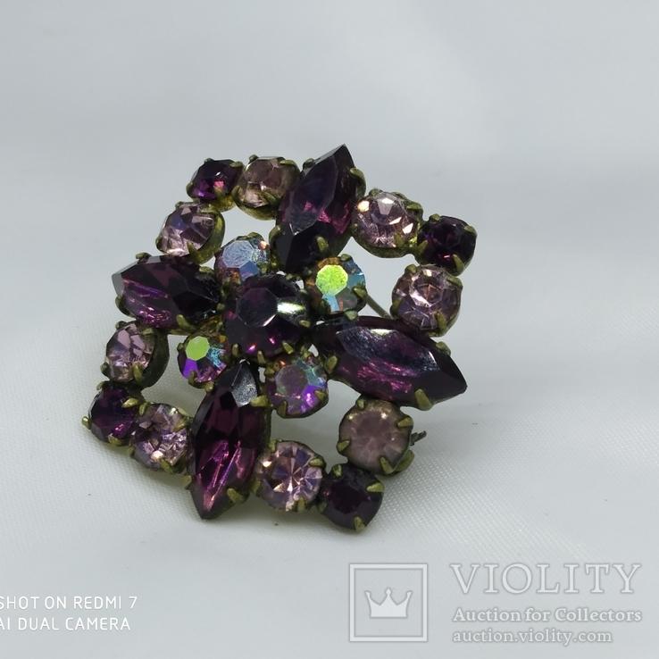 Брошь винтажная  с фиолетовыми камнями Чешское стекло Винтажная бижутерия
