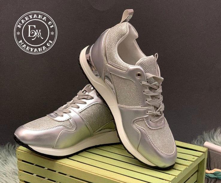 Брендовые кроссовки серебро 37 размер