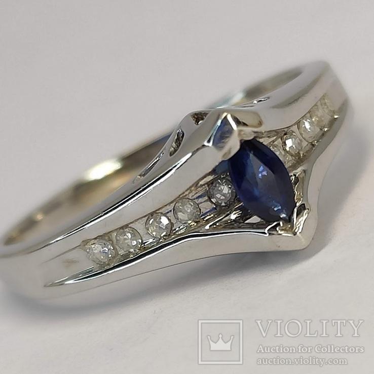 Золотое кольцо с натуральным сапфиром и бриллиантами