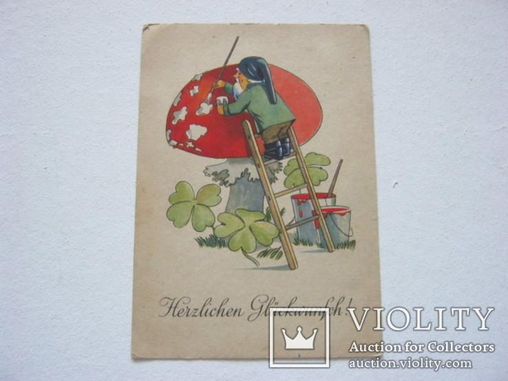 Гном красит гриб старая Германия, фото №2